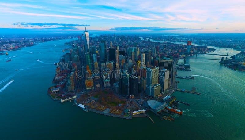Opinião do céu de New York City - EUA - skyline com arranha-céus urbanos 2019 fotografia de stock royalty free