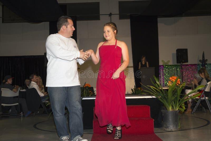 A opinião do carvalho, Califórnia, EUA, o 7 de março de 2015, senhorita Oak View Pageant da excelência, competição de beleza adol foto de stock
