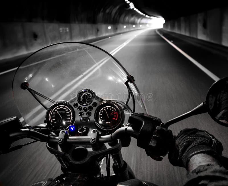 Opinião do cavaleiro da motocicleta fotos de stock
