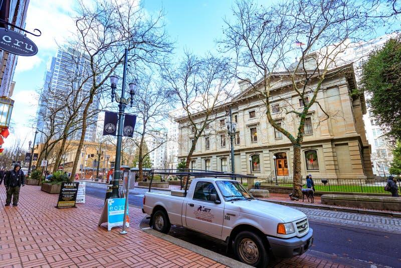 Opinião do centro da rua no distrito pioneiro Portland fotos de stock royalty free