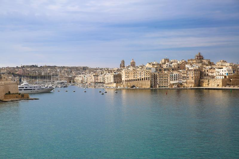 Opinião do centro e mar Mediterrâneo do panorama de Valletta foto de stock