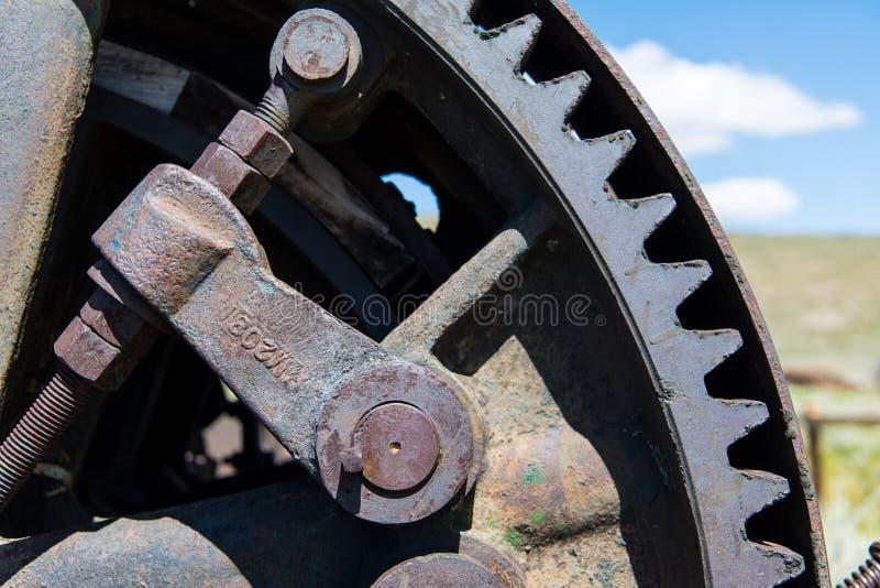 Opinião do close-up das engrenagens oxidadas industriais do vintage foto de stock