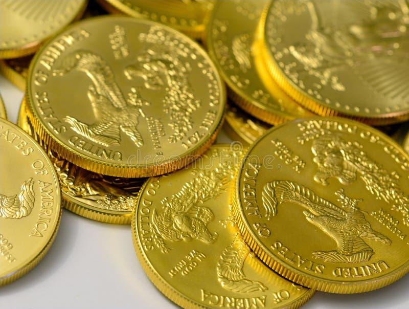 Opinião do close up das moedas de ouro junto foto de stock royalty free