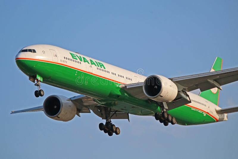 Opinião do close-up de EVA Air Boeing 777-300ER fotos de stock royalty free
