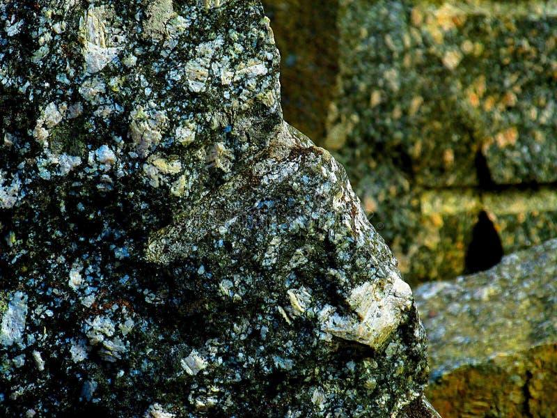 Opinião do close-up de uma pedra cinzenta grande foto de stock royalty free