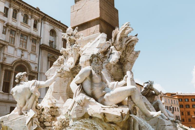Opinião do close up do dei Quattro Fiumi de Fontana (fonte dos quatro rios) imagem de stock