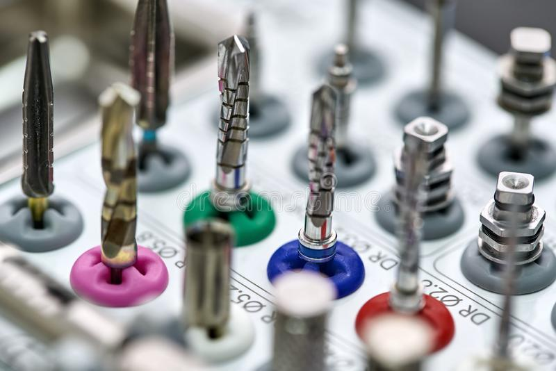 Opinião do close up em ferramentas para protético dental foto de stock royalty free