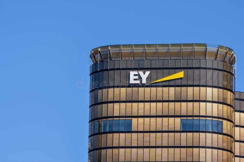 Opinião do detalhe da construção nova da sede de EY Ernst & Young Austrália fotos de stock royalty free