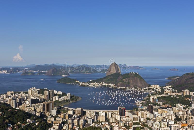 Opinião do dia da montanha de Sugar Loaf em Rio de janeiro, Brasil fotografia de stock royalty free