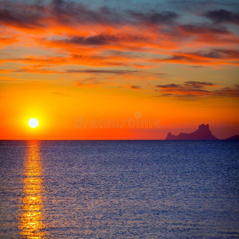 Opinião do Es Vedra do por do sol de Ibiza de Formentera imagem de stock royalty free