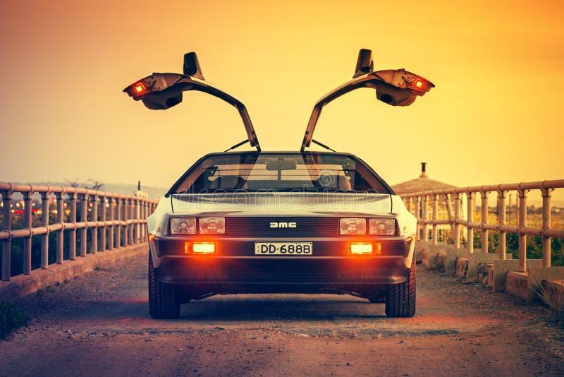 Opinião do fron do carro de DeLorean DMC-12 imagens de stock royalty free