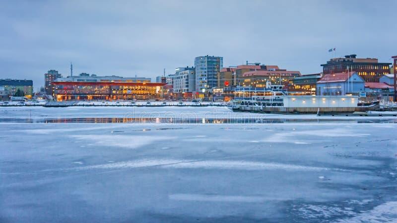 Opinião do inverno da cidade de Lulea, Suécia fotografia de stock royalty free