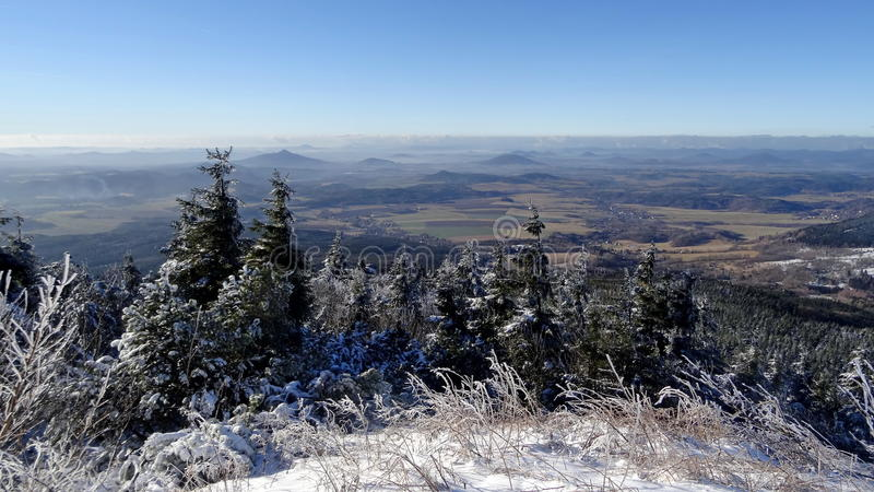 Opinião do inverno do monte brincado imagem de stock