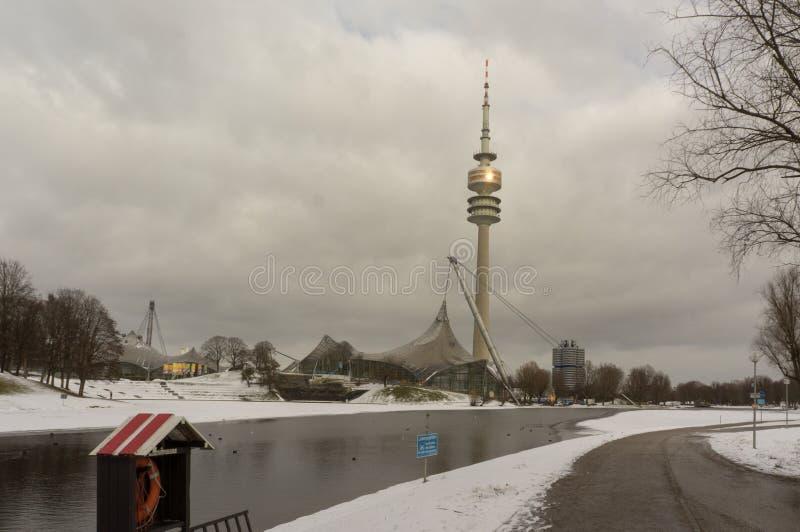 Opinião do inverno em Olympiapark Munich Munchen Alemanha fotografia de stock