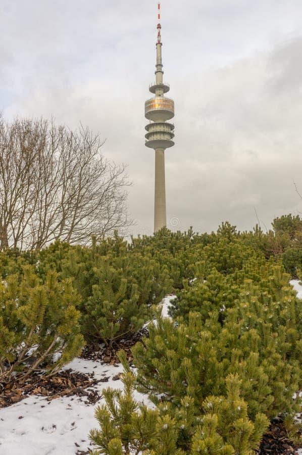 Opinião do inverno em Olympiapark Munich Munchen Alemanha imagens de stock royalty free