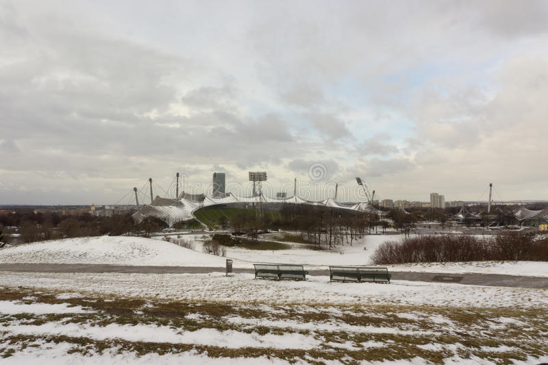 Opinião do inverno em Olympiapark Munich Munchen Alemanha imagens de stock
