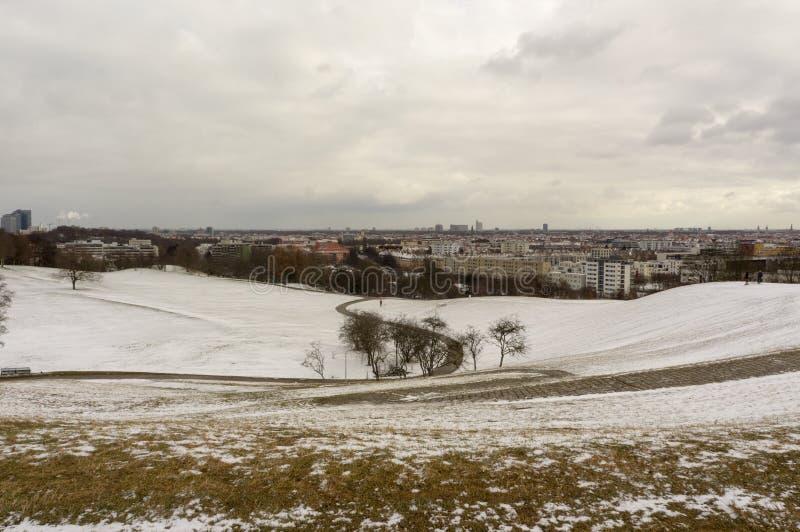 Opinião do inverno em Olympiapark Munich Munchen Alemanha foto de stock