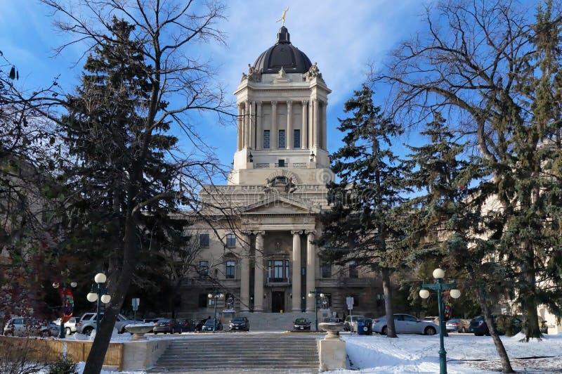 Opinião do inverno na construção da legislatura de Manitoba Winnipeg, Manitoba, Canadá Esta construção neoclássico com Golden Boy fotografia de stock royalty free