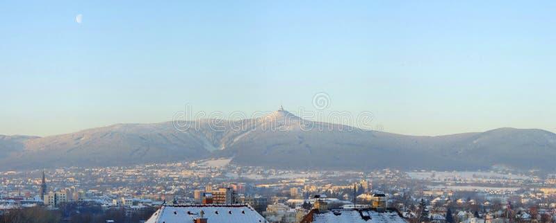 Opinião do inverno no monte Jested fotografia de stock