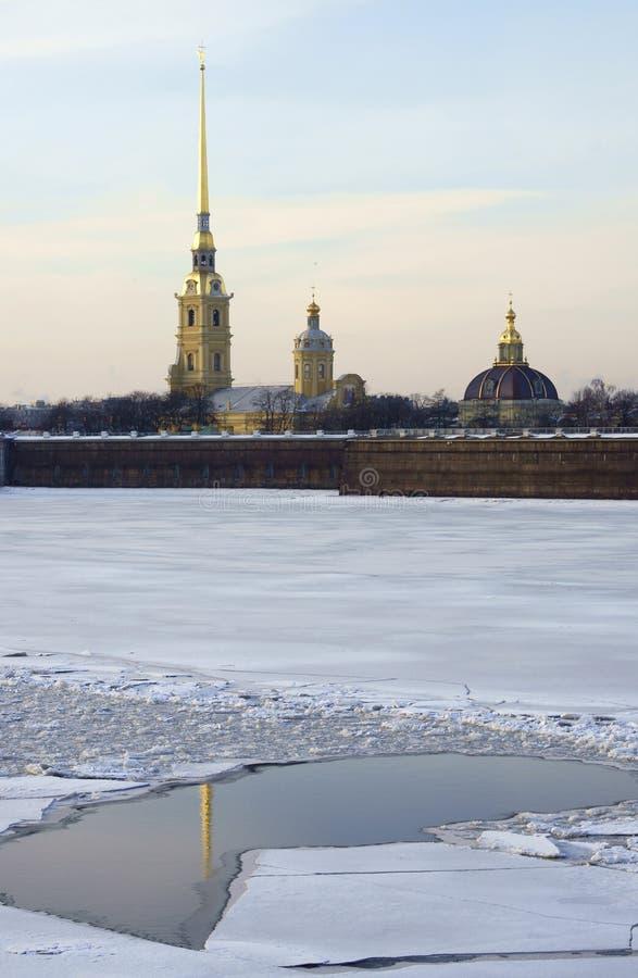 Opinião do inverno o Peter e o Paul Fortress fotografia de stock royalty free