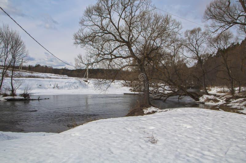 Opinião do inverno do rio de Nara Região de Kaluga imagem de stock royalty free