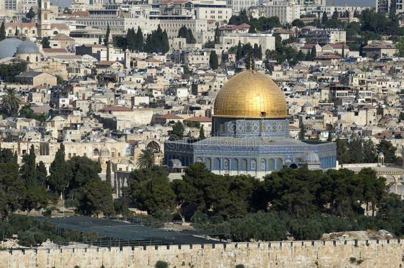 Opinião do Jerusalém atrás da parede, vista próxima da cidade da abóbada da rocha, Israel imagem de stock royalty free