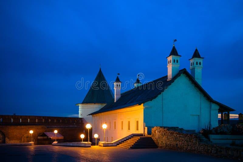 Opinião do Kremlin de Kazan, Rússia da noite imagens de stock royalty free