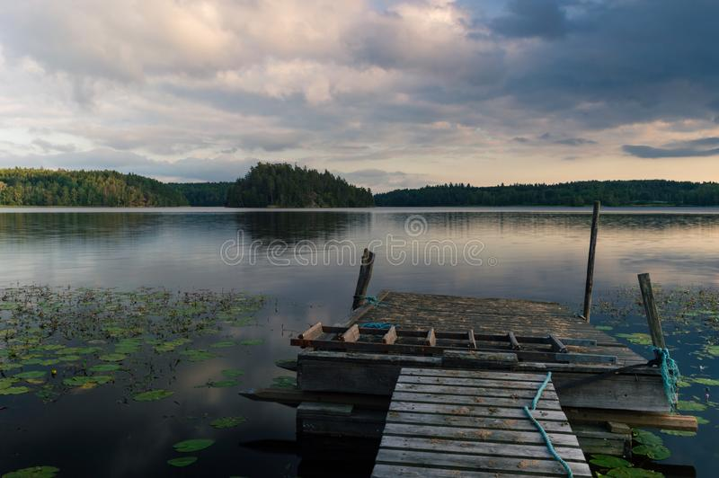 Opinião do lago da ponte imagem de stock
