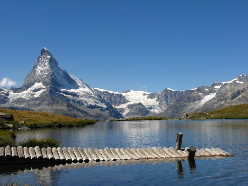 Opinião do lago Matterhorn, Switzerland fotos de stock royalty free
