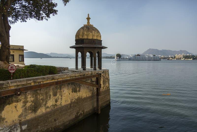 Opinião do lago do palácio da cidade, Udaipur, Rajasthan, Índia fotografia de stock royalty free