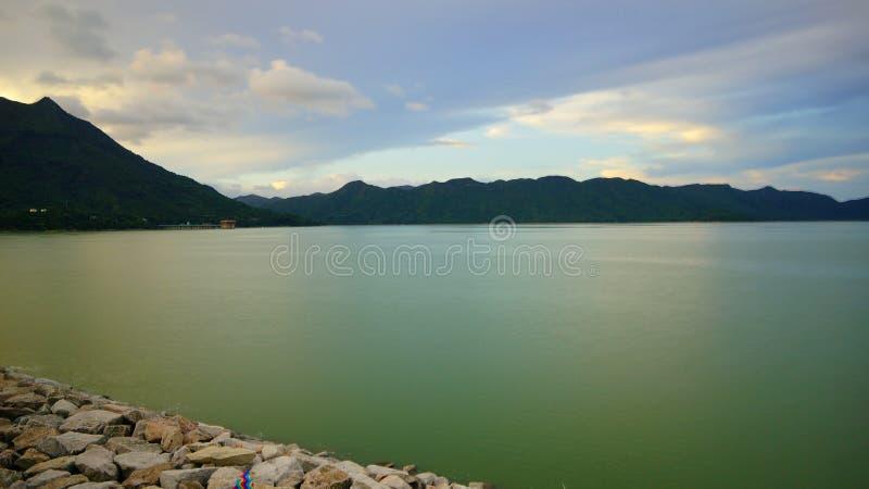Opinião do lago reservoir de Cive da tarambola imagens de stock