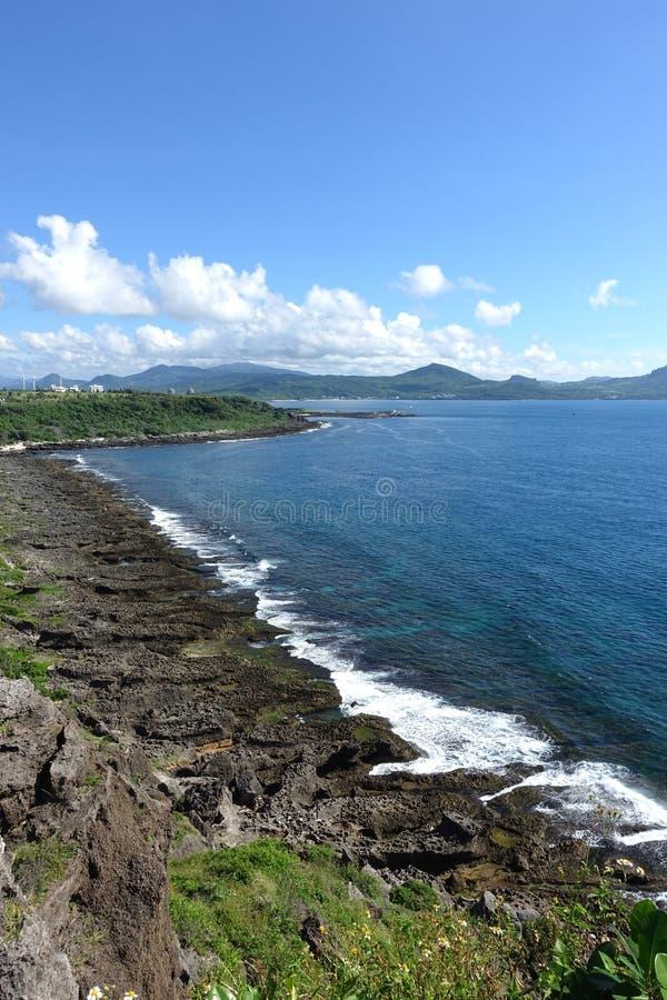 Opinião do mar de Longpan com as rochas em Kenting imagens de stock royalty free