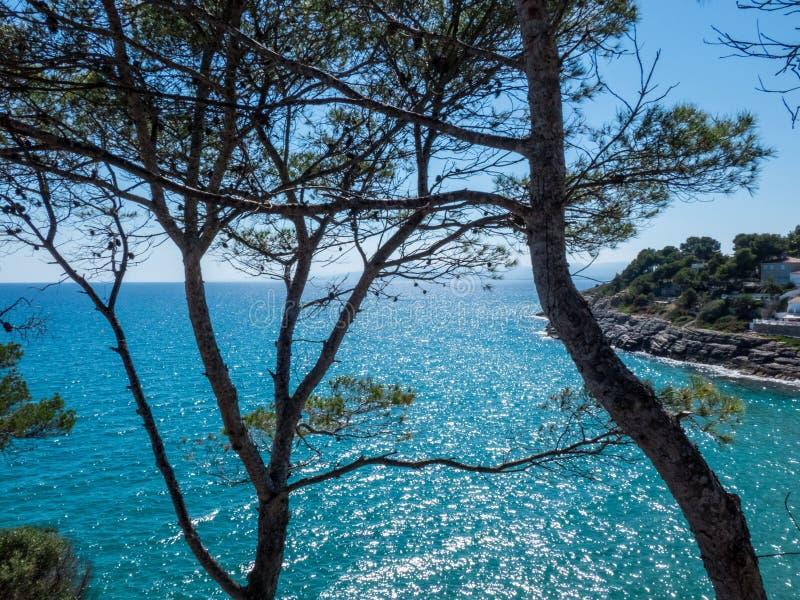 Opinião do mar de Mediterranian no dia ensolarado da parte superior de para manter fotografia de stock