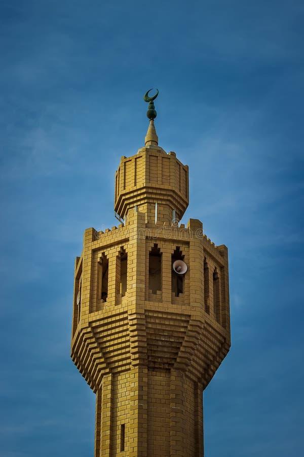 Opinião do minarete da mesquita - Dammam Arábia Saudita imagem de stock royalty free