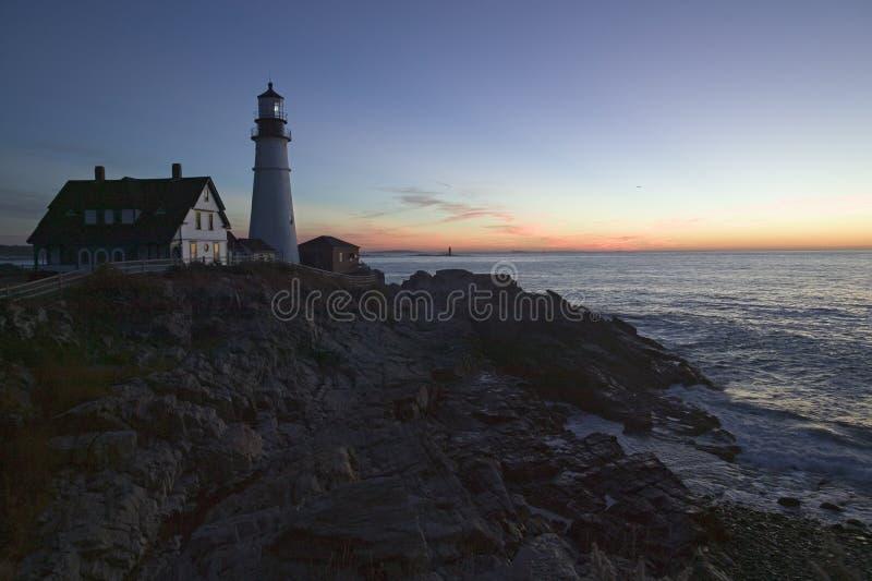 Opinião do nascer do sol do farol da cabeça de Portland, cabo Elizabeth, Maine imagens de stock royalty free