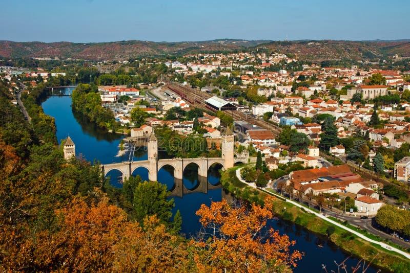 Opinião do outono a Pont Valentre, Cahors, France imagem de stock