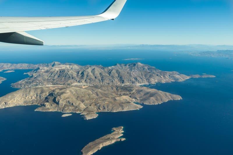 opinião do Pássaro-olho da ilha de Kalymnos do grego do arquipélago e do Mar Egeu de Dodecanese da janela plana fotografia de stock royalty free