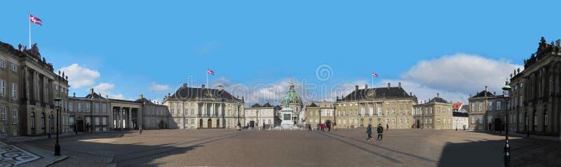 Opinião do palácio de Amalienborg, a casa do panorama da família real dinamarquesa, e localizado em Copenhaga, Dinamarca fotos de stock