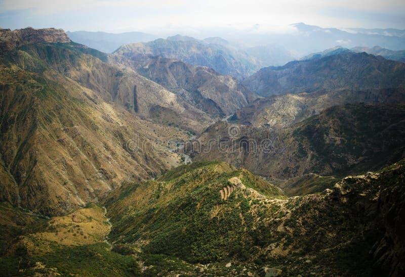 Opinião do panorama à garganta em montanhas do Eritrean, Qohaito de Adi Alauti, Eritreia fotos de stock