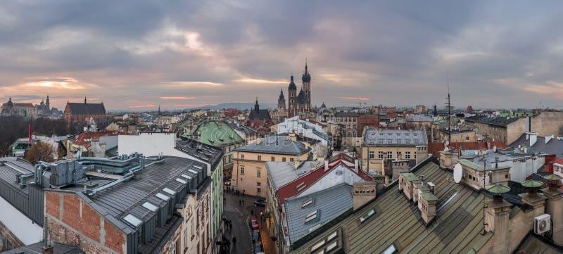 Opinião do panorama da cidade de Krakow no por do sol fotos de stock