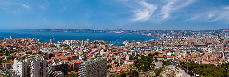 Opinião do panorama da cidade de Marselha imagem de stock