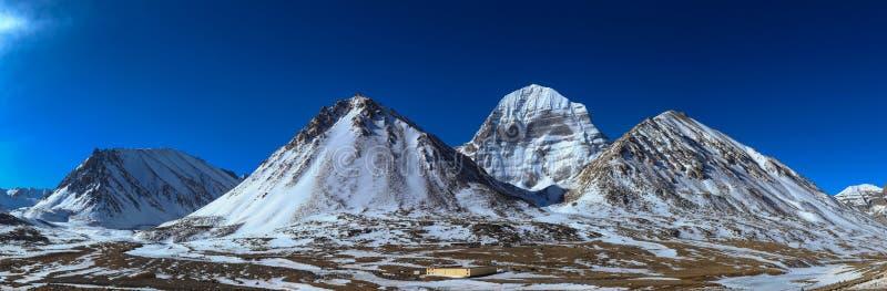 Opinião do panorama da montanha sagrado de Kailash, Tibet, China imagem de stock