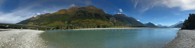 Opinião do panorama da montanha tranquilo e do mar Nova Zelândia imagens de stock