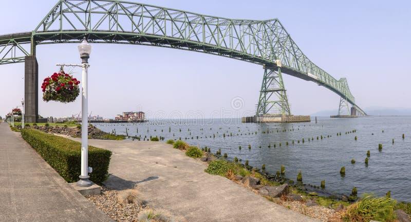 A opinião do panorama da ponte de Astoria imagens de stock