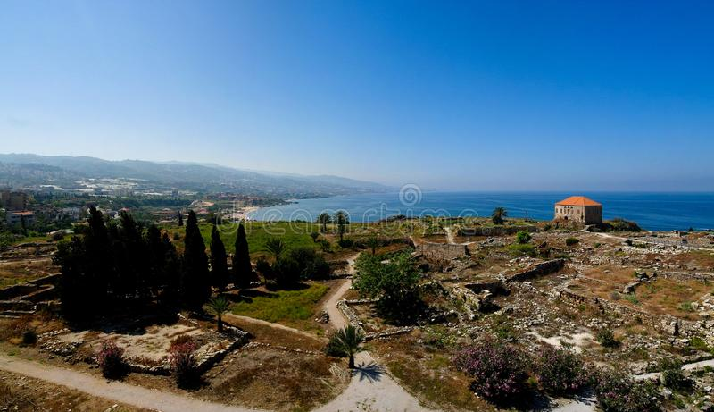 Opinião do panorama da ruína antiga de Byblos, Jubayl, Líbano imagem de stock