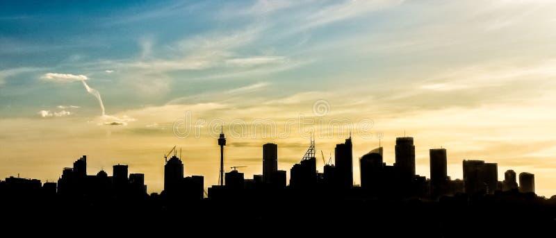 Opinião do panorama da silhueta do esboço dos arranha-céus da cidade de Sydney, Sydney, Austrália fotos de stock