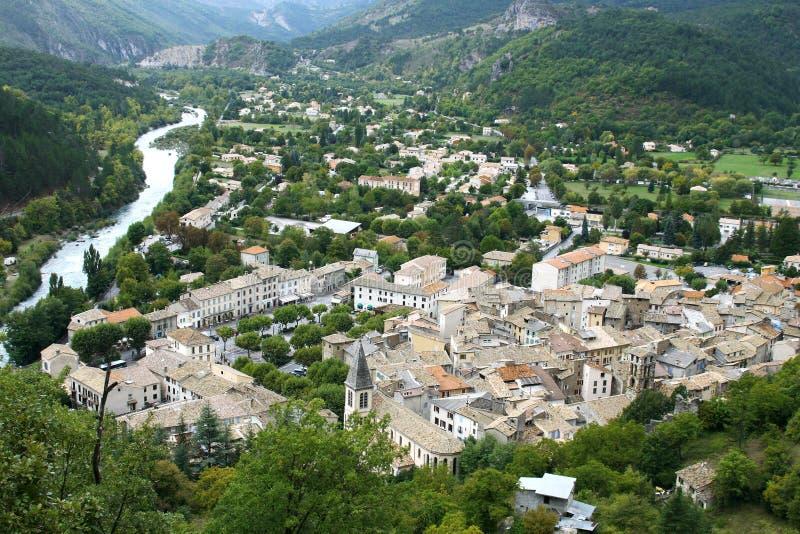 Opinião do panorama da vila Castellane (Provence) imagens de stock