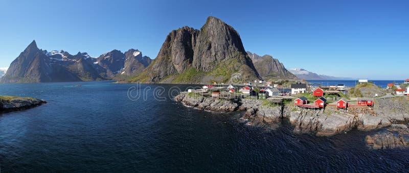Opinião do panorama da vila Reine, Noruega fotografia de stock royalty free