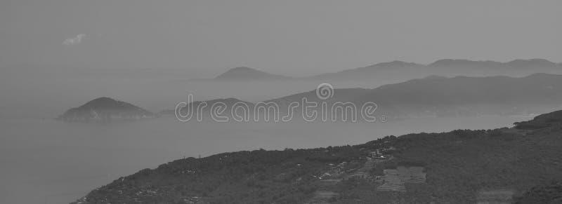 Opinião do panorama de Elba Island, Itália fotografia de stock royalty free