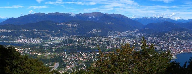 Opinião do panorama de Lugano de Monte San Salvatore imagem de stock